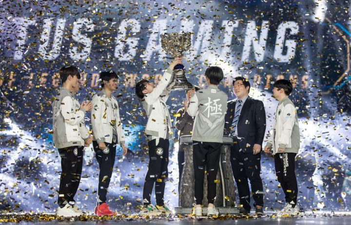 Team Invictus Gaming wins the 2018 League of Legends World Championship